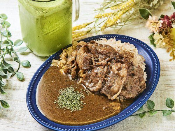 牛カルビ漬けダレ焼きと無添加クラフトカレー&グリーンスムージー